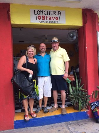 Q' Bravo : My wife and I ate at Q'Bravo! THE BEST food we have ate!!! Owners VERY friendly and helpful!!!