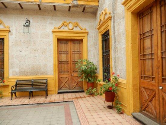 La Casa de Melgar Hostal: Every room has a unique and pretty entrance.