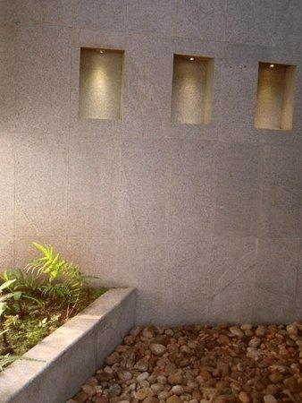 Aanavilasam Luxury Plantation House: Open shower