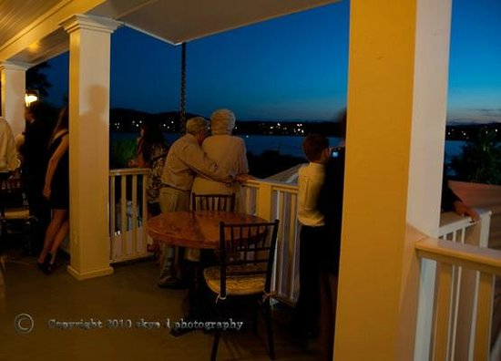 The Rhinecliff: Porch at night