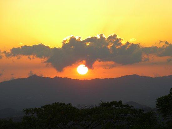 Xandari Resort & Spa : sunset from the western pool
