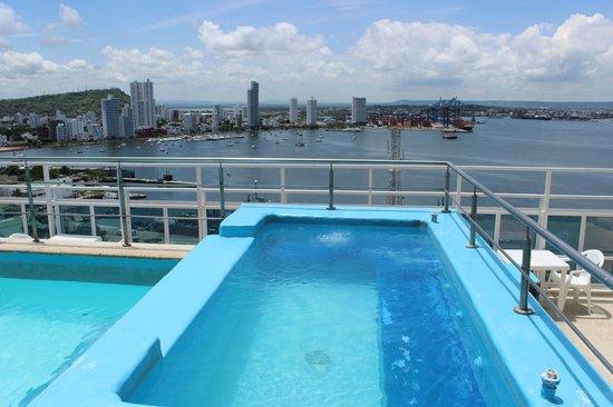 Cartagena Premium Hotel: Piscina en el último piso