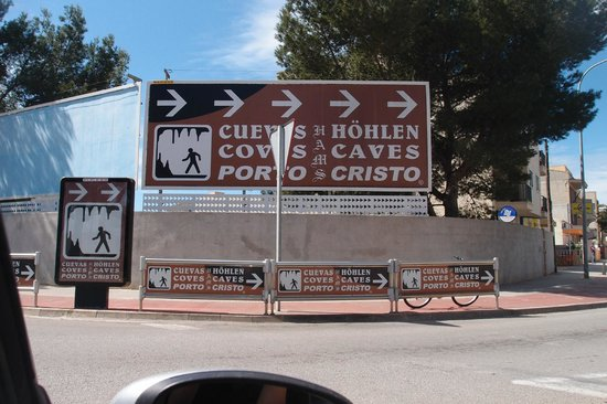 Cuevas dels Hams : Beware: All road signs take you to wrong cave