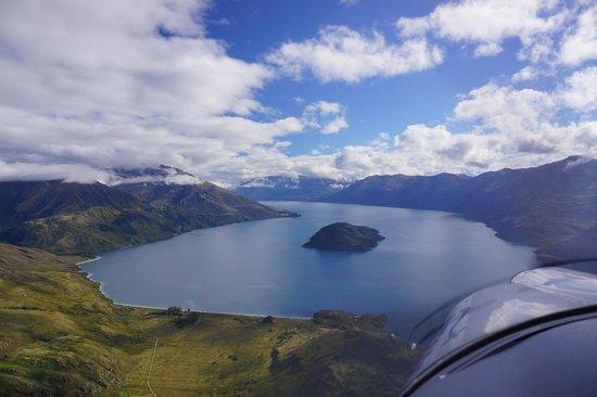 U-Fly Wanaka: Aout to fly by Mou Waho Lake Wanaka.