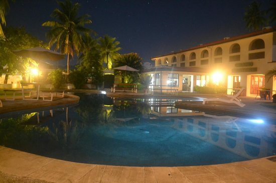 Grand Eastern Hotel: Spectacular View of a beautiful Evening by the Pool
