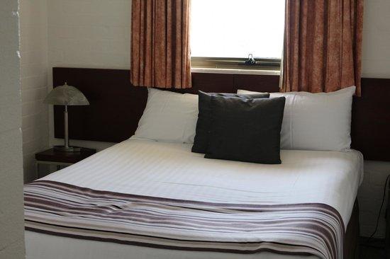 Atrium Resort Hotel Mandurah: Bedroom