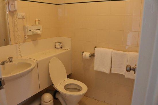 Atrium Resort Hotel Mandurah: Bathroom