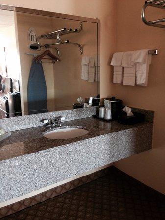 Super 8 Kimball : Bathroom