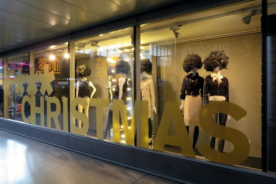 Stazione Termini: Fashionable shops inside the Termini