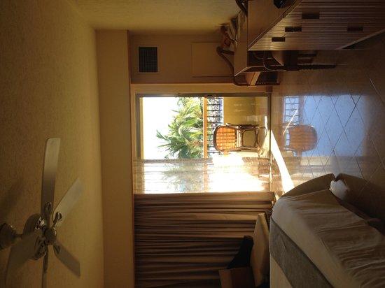 Grand Fiesta Americana Los Cabos All Inclusive Golf & Spa: Room on entering