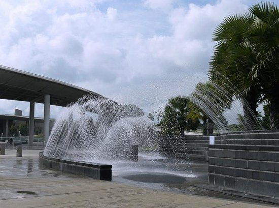 Marina Barrage: Interactive Water Playground