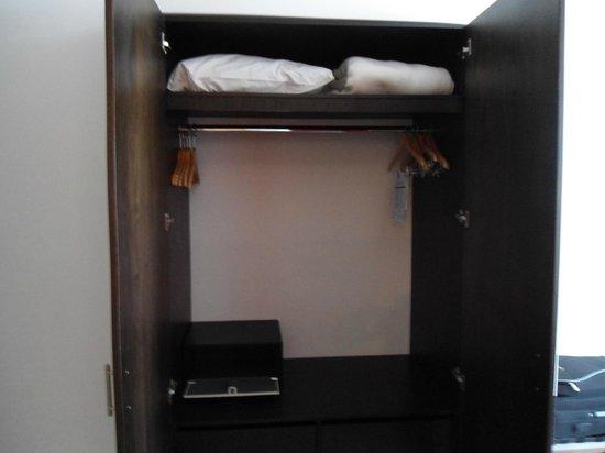 Decameron Barú: closet