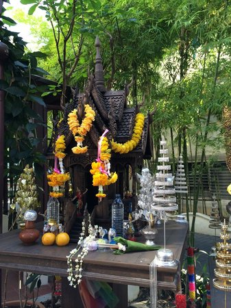 De Naga Hotel: one of the Buddha shrines