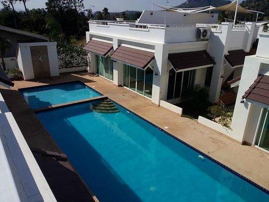 Pineapple Hills Resort: View from the rooftop floor