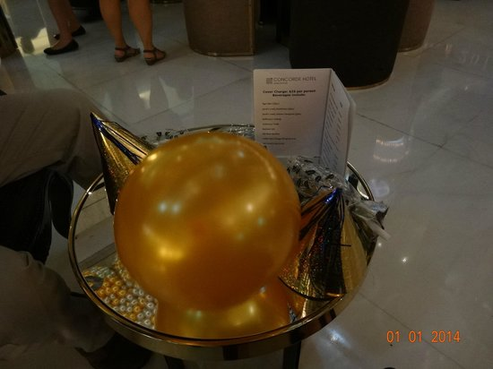Concorde Hotel Singapore: Our little table with party hats, blowers etc