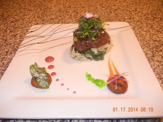 The Garden Grille & Lounge: Filet Mignon with Chipotle & Spinach mash