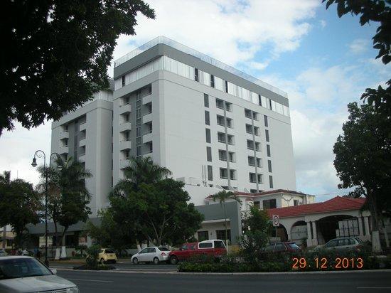 """Hotel El Conquistador: Fachada de """"El Conquistador"""""""