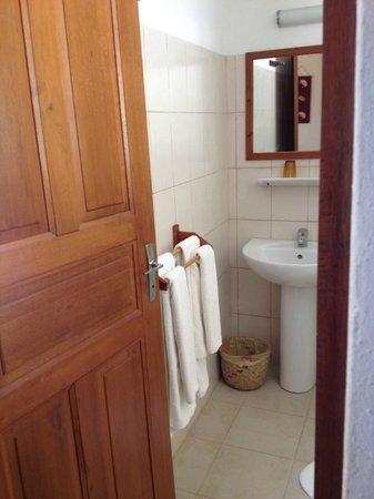 Hotel La Mira de Madio Rano: Bathroom sink