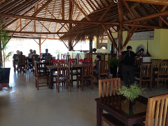 Hotel La Mira de Madio Rano: Lower restaurant near the pool