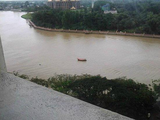 Hilton Kuching: View upriver