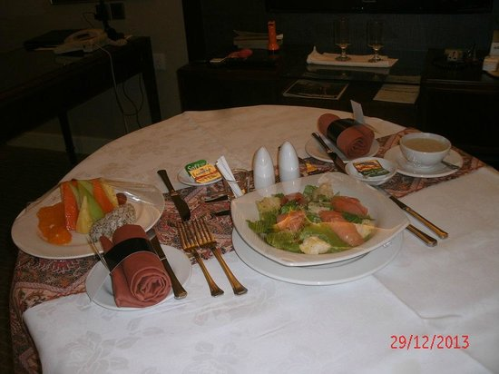 Hilton Kuching : Excellent Room Service Presentation