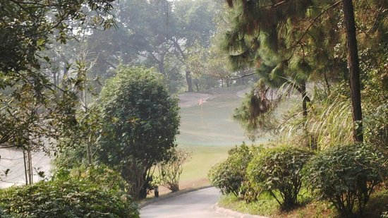 Liyuan Resort : golf course within the resort