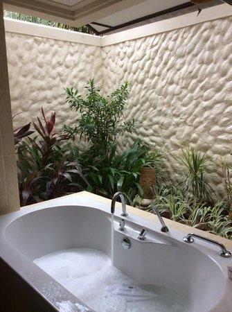 Kurumba Maldives Semi Outdoor Bathroom In Deluxe Room