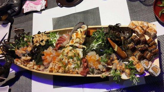 Ichiba Sushi Restaurant: Lobster sashimi and assorted sashimi.
