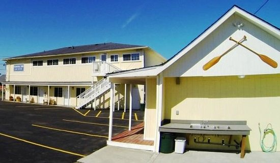 The #1 Coastal Inn and Suites : Pet Cleaning Area