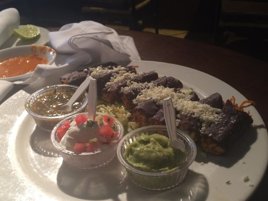 Jaguar Ceviche Spoon Bar and Latin Grill: blue corn chicken tacos