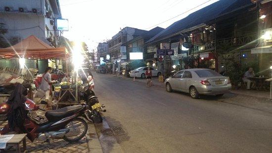Funky Monkey Hostel: View of Street