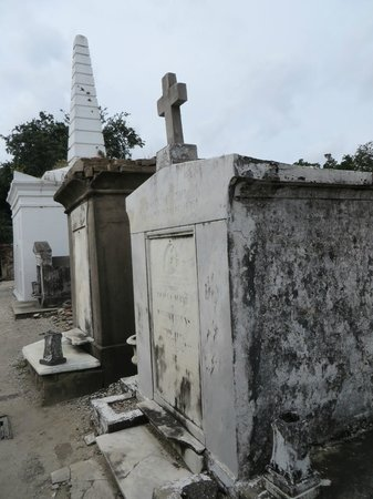 Historic New Orleans Tours : Voodoo Cemetery Tour: A must -do on any NOLA vistors list