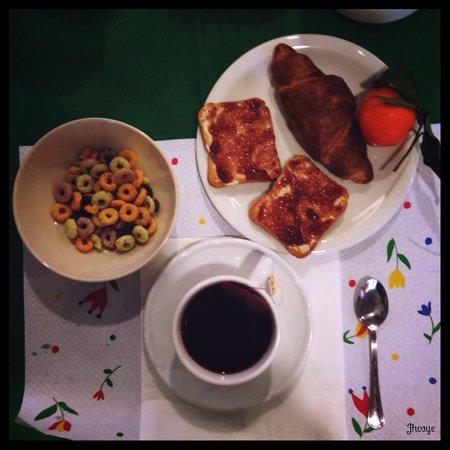 ألبيرجو أنجويوليني: Colazione in tarda mattinata :)