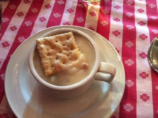 Grand Central Oyster Bar & Restaurant: Cup of clam chowder - Good!