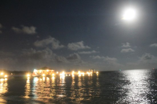 Decameron Marazul: Luna llena en el muelle del hotel