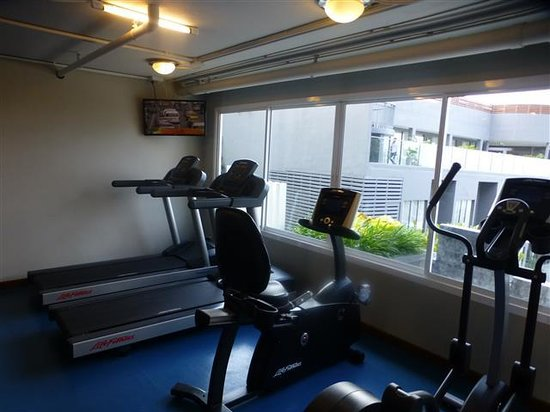 Kalima Resort & Spa: Gym overlooking Pool but small gym