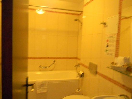 Rixwell Old Riga Palace Hotel : просторная ванная комната