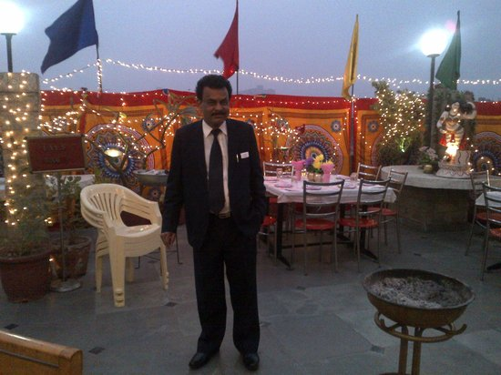 Hotel Lal's Haveli: Mr Raman, the manager of the hotel