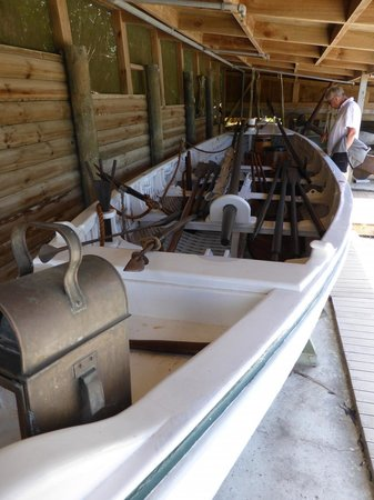 Butler Point Whaling Museum: Clinker built whaling skiff