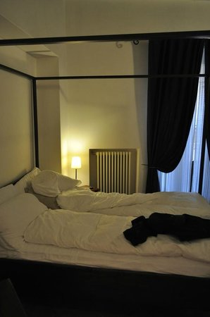 Palazzo Olivia: Master Bedroom Bed