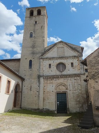 courtyard leading to Chiesa di San Ponziano