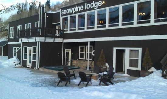 Snowpine Lodge: Restaurant area