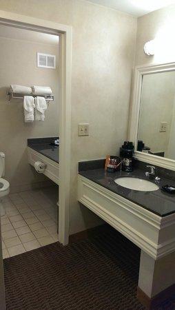 Best Western Plus Carriage Inn: Bathroom