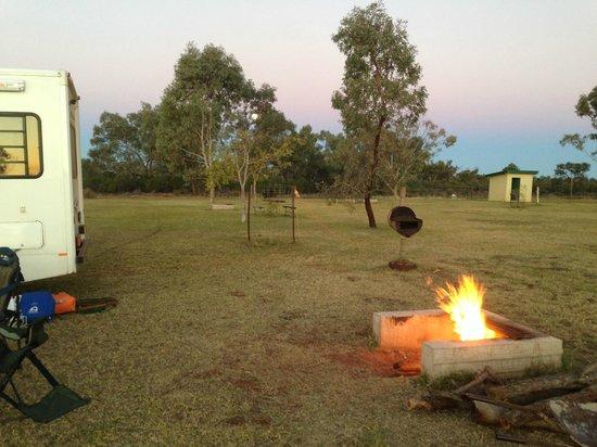 Kilcowera Station: warm camp fire