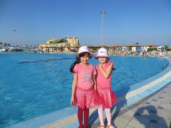 Golden 5 The Club Hotel: бассейн чистят каждый день