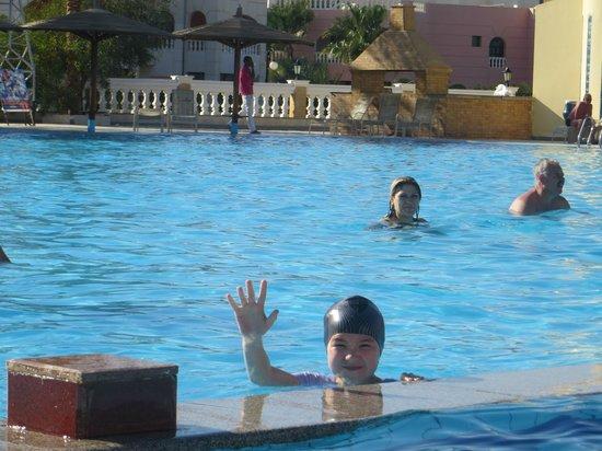 Golden 5 The Club Hotel: возле аквапарка и в др местах много баров