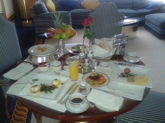 Burj Al Arab Jumeirah: завтрак в номер