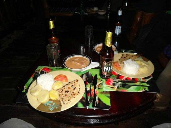 Bwindi Backpackers Lodge: Dinner