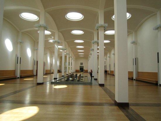 Gemäldegalerie: 館内中央、両翼にそれぞれドイツとその他ヨーロッパの絵画が展示