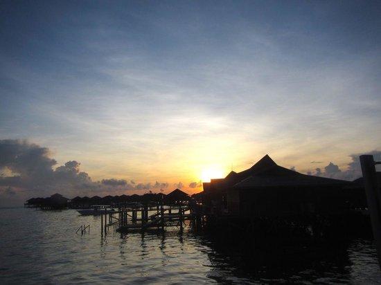 Scuba Junkie Mabul Beach Resort : View from the jetty - sunrise.